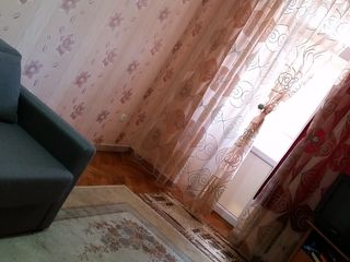 Vind apart 2 camere in apropierea parcului Sergei Lazo