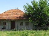 Casa lînga Monastirea