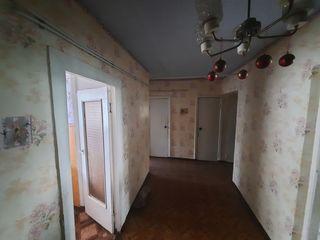 Se vinde apartament cu 3 camere regiunea Spirina.