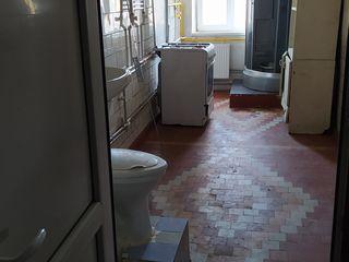 Продается комната с балконом в общежитии с санузлом