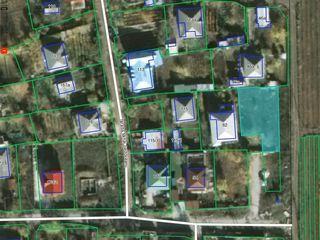 vind teren 7 ari sub constructie cu toate comunicatiile ( drum betonat, gaz, apa, canalizare, electr