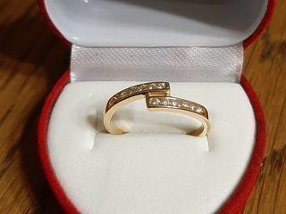Inelus cu diamante.  aur 18 k