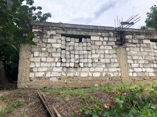 Se vinde teren, are fundamentul casei cu suparafata 126 m2.