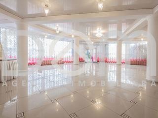 Restaurant 800m2,2 nivele,2 săli de banchete,bar-club,terasa,parcare,teren aferent,tehnică/mobilier