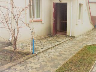 Apartament la sol cu 3 camere,beci,ograda proprie,gradina,autonoma,mobilat la doar 45000