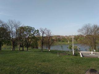 Продаем участок под строительство в центральном парке г. Хынчешть