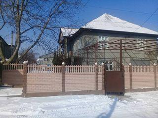 Se vinde casă cu două nivele