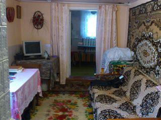 1-этажный дом со всеми комуникациями на 13 сот. в Яловень ул. Валя Трандафирилор Цена: 22500 евро