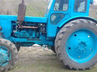tractoru e stare buna se zavodeste la cheie  en regula cu acte