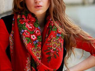 Яркие шарфы в русском стиле и платки разных размеров .