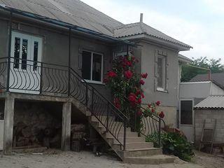 Casa buna,10 ari,ialoveni,satul bardar,15 km de chisinau,mobilat,are o sera performanta,45000 euro