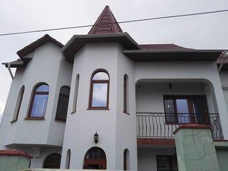 Casă în chrie, cu 9 camere, str. Petricani, reparație euro 1500€