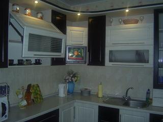 Кухни и кухонные уголки из МДФ на заказ от производителя в кредит....