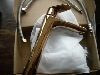 Фирменный новый высокий позолоченный бронзовый  кран смеситель.
