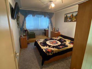 Vind apartament cu 2 odai la botanica , autonoma