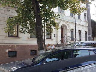 Продам коммерческое помещение с наличием договора аренды более 5 лет,в центре Кишинева!