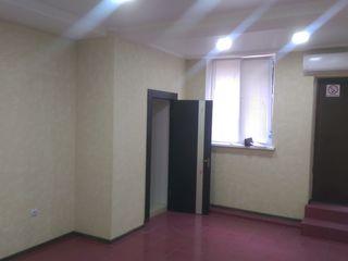 Сдаю в аренду 23 кв метров - под офис, салон...возле рынка toamna de aur