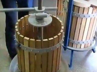 Пресса для винограда винтовые или с домкратом.