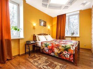 Se oferă spre chirie apartament cu 3 camere în sect. Centru, str. Ștefan cel Mare !