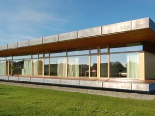 Строительство СИП домов в Молдове. Дом с террасой в современном стиле для большой семьи.