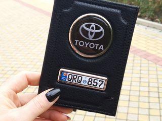 Portmoneu cu marca Toyota