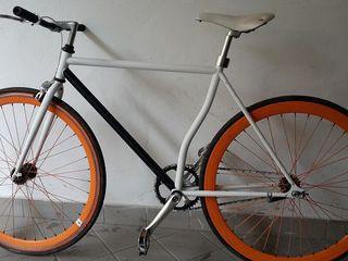 Продаю велосепед fixed gear bike, отличное состоянее, диски, очень лёгкий