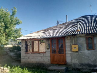 Se vinde o parte din casa , pret negociabil , info la telefon