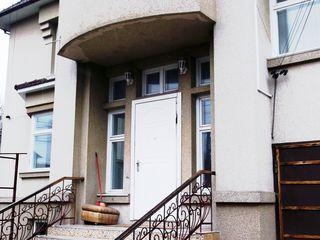 Casa lux la buiucani, Str. Coca, + sauna, bazin--  800 euro /  lunar