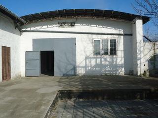 Сдаем холодильнно-складское помещение100м2-200м2 в Думбрава 800м2 от Балканского шоссе!Первая линия!