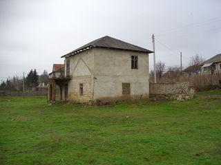 Vind casa in centrul satului Cucurruzeni. Pentru detalii sunati