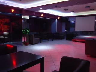 Продаем 240м2 под  бизнес кафе бар  на Штефан чел Маре! Первая линия!
