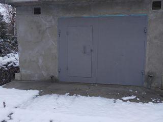Garaj capital in doua nivele (100 m2) cu odaie separata si subsol.