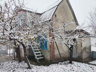 Продается 2х этажный домик 58 кв.м. в дачном поселке «Мебельщик» в двух километрах от города. Распол