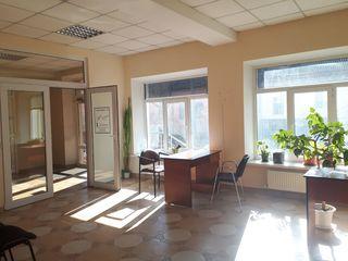 Сдаем офисно-торговое помещение 25м2 в Центре г. Кишинев, по ул. Колумна !Первый этаж!