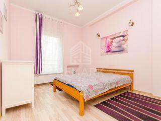 Chirie, Apartament cu 3 camere, Centru str. Ștefan cel Mare, 470 €