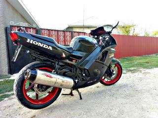 Honda F4