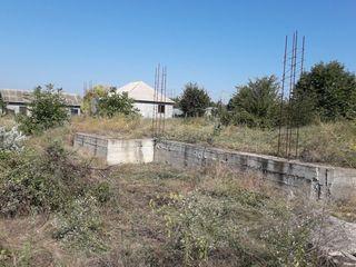 Vind lot de casa cu fundament la Piatra Alba