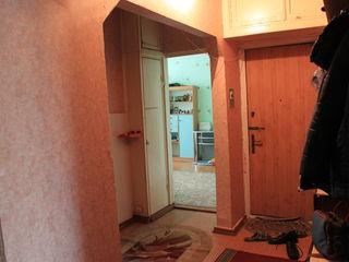 10 Квартал, 3-ком 5 этаж из 10 - без ремонта  75 кв (26000)