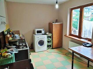 Vilă(cotileț)-98m2 încălzire autonomă,garaj,terasa , 6 ari