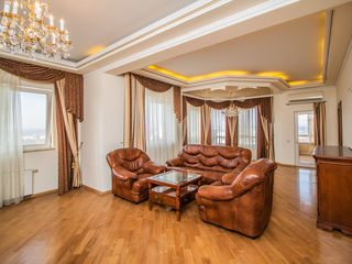 Apartament tip Penthouse în Crown Plaza! 2 nivele + Parking! 255 000 Euro!