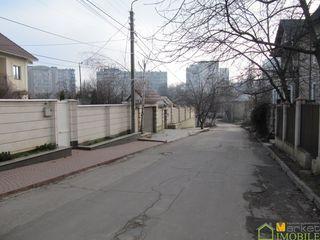 3 сотки под строительство,ул.Кэрэмидарилор,угловой,расположен между ул-ми Заводска и Волунторилор