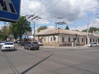 Центр. Букурешть угол Александри, 90 кв.м. Первая линия, отдельный вход с Букурешть