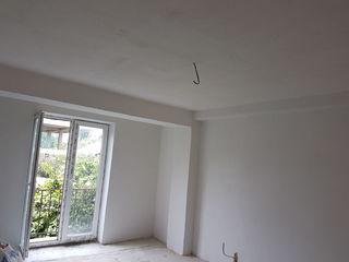 Vind apartament Botanica(stapinul)17500 eu