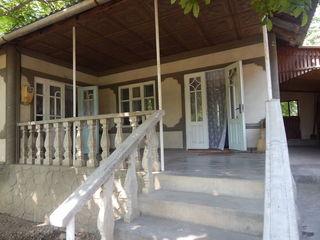 Casa ieftina in r-l Orhei cu 4 odai, baie, WC, fintina, beci, garaj, linga statia transportului publ
