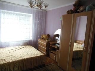 Продается  хорошая  2-комнатная  квартира  в   центре   Яловен на  4 этаже