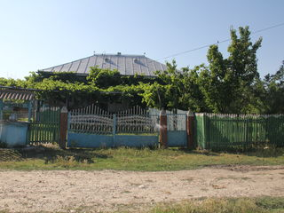 Se vinde casa pe pamint in satul Cuhnesti, Bisericani raionul Glodeni