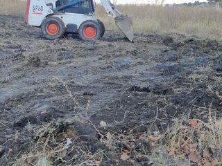 Bobcat s220 curațire teren-copaci,iarbă,tulpini,gunoi demolări constructii , nivelare teren