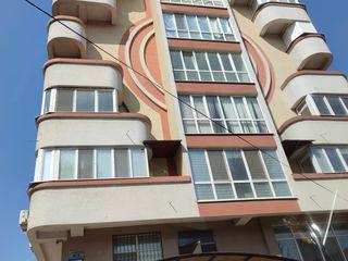 Apartament de 82m cu 2 camere in centrul orasului intr-o zona foarte buna de locuit
