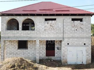 Se vinde casă, Dumbrava, 6 ari!
