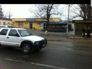 Se vinde Market lîngă drumul central traseul Chișinău Straseni, 800metri pătrați dispune de un subso